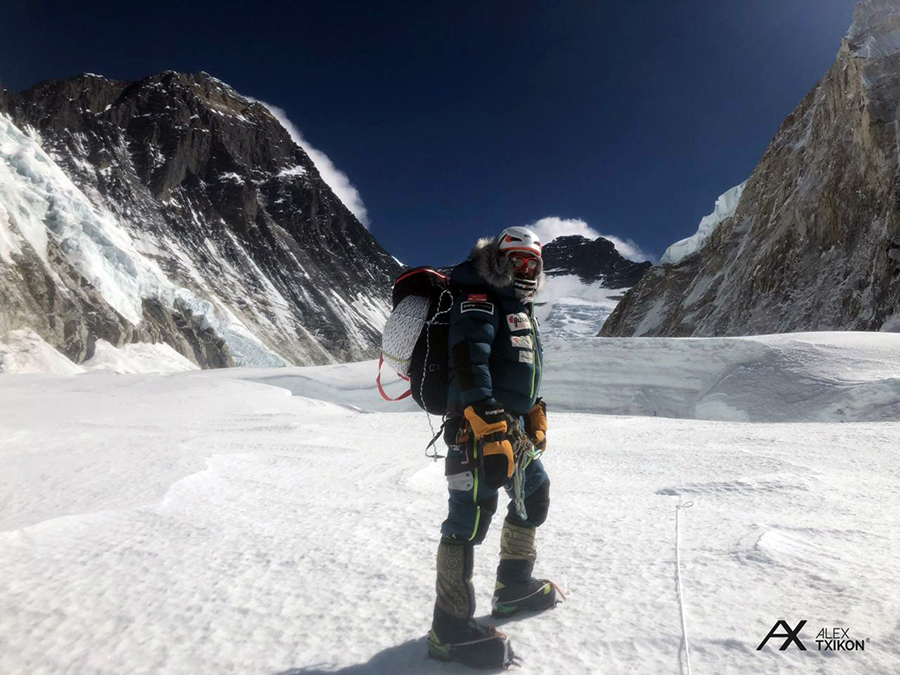 Alex Txikon, progressing through the Valley of Silence